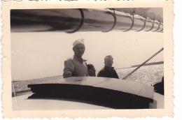 25910 Photo Belgique Anvers Antwerpen ? -bateau Yatch Regate Marin Femme Couple Voilier Port  - Année 40-50