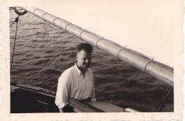 25911 Photo Belgique Anvers Antwerpen ? -bateau Yatch Regate Marin Femme Couple Voilier Port  - Année 40-50 - Bateaux