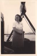 25912 Photo Belgique Anvers Antwerpen ? -bateau Yatch Regate Marin Femme Couple Voilier Port  - Année 40-50