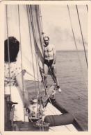 25914 Photo Belgique Anvers Antwerpen ? -bateau Yatch Regate Marin Femme Couple Voilier Port  - Année 40-50