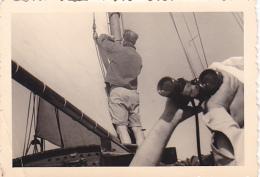 25916 Photo Belgique Anvers Antwerpen ? -bateau Yatch Regate Marin Femme Couple Voilier - Année 40-50