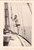 25917 Photo Belgique Anvers Antwerpen ? -bateau Yatch Regate Marin Femme Couple Voilier - Année 40-50 - Bateaux