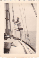 25917 Photo Belgique Anvers Antwerpen ? -bateau Yatch Regate Marin Femme Couple Voilier - Année 40-50