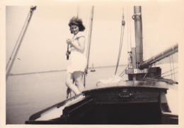 25921 Photo Belgique Anvers Antwerpen ? -bateau Yatch Regate Marin Femme Couple Voilier - Année 40-50
