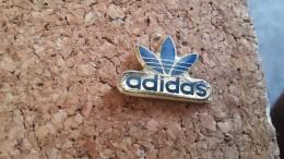 1 Pins Adidas - Pin's & Anstecknadeln