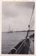 25924 Photo Belgique Anvers Antwerpen ? -bateau Yatch Regate Marin Femme Couple Voilier - Année 40-50