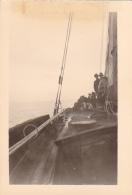 25925 Photo Belgique Anvers Antwerpen ? -bateau Yatch Regate Marin Femme Couple Voilier - Année 40-50