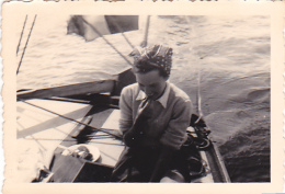 25927 Photo Belgique Anvers Antwerpen ? -bateau Yatch Regate Marin Femme Couple Voilier - Année 40-50 - Bateaux