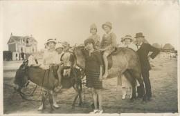 80 LE CROTOY - BELLE CARTE PHOTO BALADE EN ANE SUR LA PLAGE   AOUT 1921 - Le Crotoy