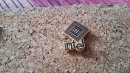 1 Pins Informatique Intel Sofrec - Pin's & Anstecknadeln