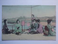 JAPAN Geisha Girls Vintage Hand Tinted Postcard - Autres