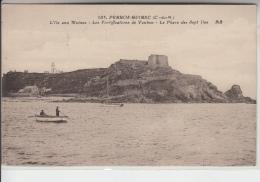 22 - PERROS GUIREC - L'Ile Aux Moines - Les Fortifications De Vauban - Le Phare Des 7 îles - Perros-Guirec