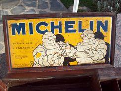 Boite A Pharmacie Tole Michelin 2 Pub Michelin  Bibendum Infirmier Et Bibendum Avec Pansement G De Andreis Marseille - Boîtes