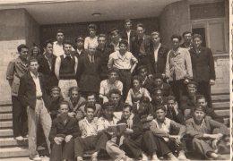 Photo Originale Bulgarie En 1950 - Groupe De Jeunes étudiants Avec Légende Au Dos Des Identités - Personnes Identifiées