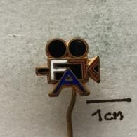 Badge (Pin) ZN003269 - Filmové Ateliéry Koliba Bratislava - Kino