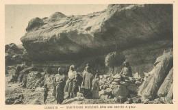 AFRIQUE  -  LESSOUTO  -  Habitations Indigènes Dans Une Grotte à QALO - Lesotho