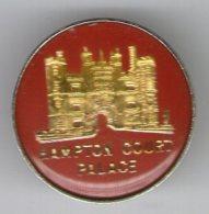 BADGE    HAMPTON COURT PALACE - Otras Colecciones