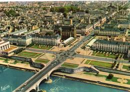Tours.. Belle Vue Aérienne De La Ville Le Pont Wilson Sur La Loire L'Eglise St-Julien - Tours