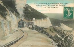TRAMWAY GRAVISSANT LA PLUS FORTE RAMPE AVANT D'ARRIVER AU SOMMET DU PUY DE DOME - Tram
