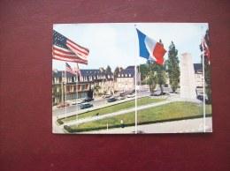 Carte Postale D'Avranches: La Place Patton (drapeau, Vieilles Voitures, 2CV, AMI 6...) - Avranches