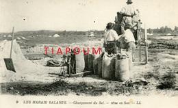 LES MARAIS SALANTS - Chargement Du Sel - Mise En Sac - Unclassified