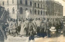 Guerre - Prisonniers Allemands Sortant De La Caserne Guébriant à St Brieuc - Guerre 1914-18
