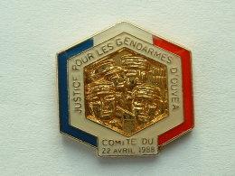 Pin´s JUSTICE POUR LES GENDARMES D'OUVEA - COMITE DU 22 AVRIL 88 - Army