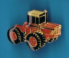 1 PIN'S  //  ** ENGIN ** MASSEY FERGUSON ** MASSEY 1805 à 8 ROUES ** - Transports