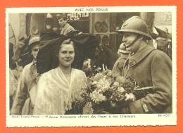 """Avec Nos Poilus """" Jeune Alsaçienne Offrant Des Fleurs à Nos Chasseurs """" CPSM GF - War 1914-18"""