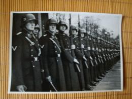 Adolf Hitler Sammelwerk Nr. 15: Sammelbild Nr. 191, Gruppe 65, Die Leibstandarte Des Führers - Trade Cards