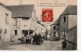 Rablay-sur-Layon.. Animée Une Rue Du Bourg Maison Du Porche Marchande Des 4 Saisons Voiture Tacot Beau Visuel - Other Municipalities