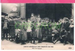 Greve Générale Des Chemins De Fer , Salle Des Bagages - Grèves