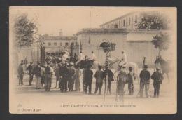 DF / MILITARIA / CASERNES / ALGER / CASERNE D'ORLÉANS / LE RETOUR DES MANOEUVRES / ANIMÉE - Barracks