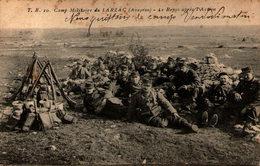 Camp Militaire Du LARZAC (Aveyron) - Le Repos Après L'Action - Manoeuvres