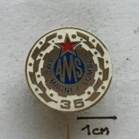 "Badge (Pin) ZN003326 - Automobile (Car) Auto Moto Drustvo ""Magnet"" Sombor AMSJ (Yugoslavia) - Unclassified"