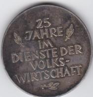 4103g: Österreich- Medaille 25 Jahre Im Dienste Der Volkswirtschaft, Silber, Durchmesser Ca. 4 Cm - Oesterreich
