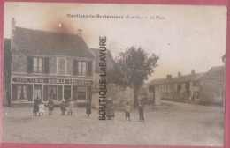 78 - MONTIGNY LE BRETONNEUX--La Place--Commerce--Vins-Tabac-Boulle-Epiceries-animé - Montigny Le Bretonneux