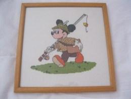 Micky Mouse Disney  Kruissteek Cross Stitch Visser Pêcheur Ingelijst En Cadre Afm. 24x24cm - Point De Croix