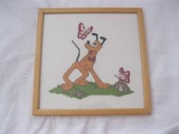 Pluto  Disney  Kruissteek Cross Stitch Hond Chien Dog Hund  Ingelijst En Cadre Afm. 24x24cm - Cross Stitch