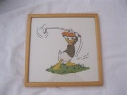 Donald Duck   Disney  Kruissteek Cross Stitch  Golf Golfer  Ingelijst En Cadre Afm. 24x24cm - Cross Stitch