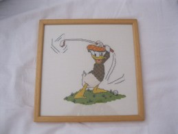 Donald Duck   Disney  Kruissteek Cross Stitch  Golf Golfer  Ingelijst En Cadre Afm. 24x24cm - Point De Croix