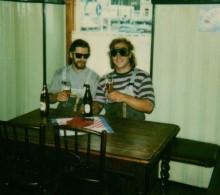 Photo Originale Polaroid - 1999 - Le Remontant Des Skieurs éblouis Par Leur Bière ! - Personnes Anonymes