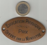 ANCIENNE PLAQUE EN CUIVRE EDUCATION PHYSIQUE PRIX OFFERT PAR LE MINISTRE - Coppers