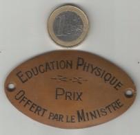 ANCIENNE PLAQUE EN CUIVRE EDUCATION PHYSIQUE PRIX OFFERT PAR LE MINISTRE - Kupfer