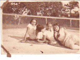 25935 -5 Photos Tennis Feminin Femme - CHEVRON -  (Chalons Marne ?) Sport Equipe -juillet 1928