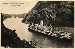 Ref G379- Canal De Panama -panama - Ship Passing Through Culebra Cut - Carte Bon Etat -postcard In Good Condition - - Panama