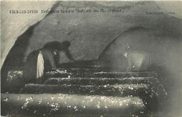 Folx-les-Caves. Souterrains Romains, Cueillette Des Champignons - Orp-Jauche