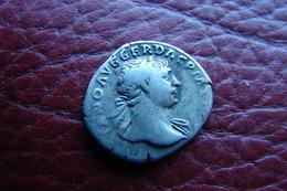 Trajan Denier Revers Dacia La Dacie Assise Sur Boucliers Et Armes - 3. Les Antonins (96 à 192)