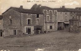 Latillé Vienne Un Coin De La Place Circulée 1916 - Autres Communes