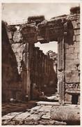 LIBAN---BAALBEK--- Le Porche Du Temple De Bacchus--- Voir 2 Scans - Libano